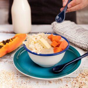 Bol de Desayuno con Papaya, Chocolate Blanco y Porridge Fruta