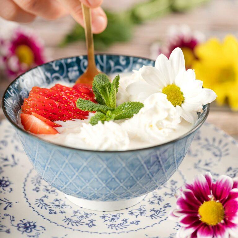 Receta básica de porridge de avena con copos suaves Kölln. Endulzarlo con miel, azúcar, y/o frutas.