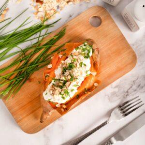 Batata Asada Rellena de Crema Agria con Muesli Frutos Secos